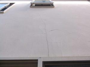 ひび割れのある外壁