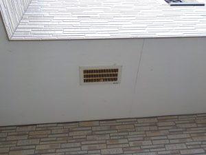 鉄部のサビが見られる外壁