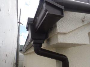 角型の雨樋の写真